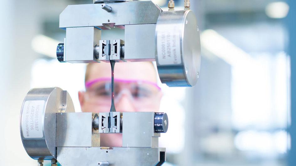 Der Zugfestigkeitstest zeigt die verstärkende Wirkung des Silica/Silan-Systems in Gummimischungen.